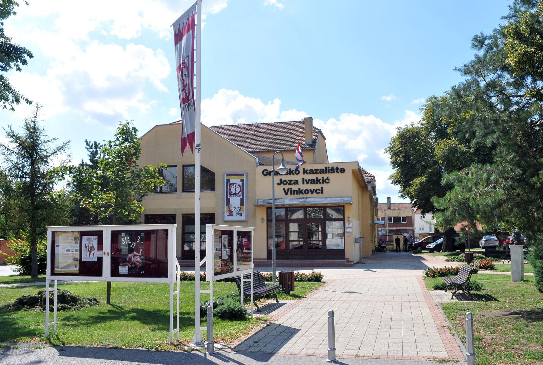 Zgrada Gradskog kazališta Joza Ivakić Vinkovci