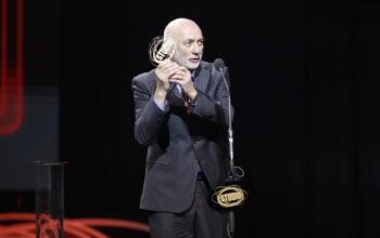 """Zdenko Rečić, ravnatelj Gradskog kazališta """"Joza Ivakić"""" Vinkovci, pri preuzimanju nagrade """"Zlatni studio"""" 2021."""